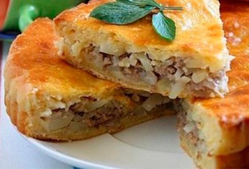 Рецепт пирога с мясом и картошкой из слоеного дрожжевого теста с