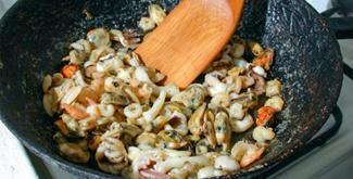 Вкусный салат с морским коктейлем - рецепт с фото - Своими